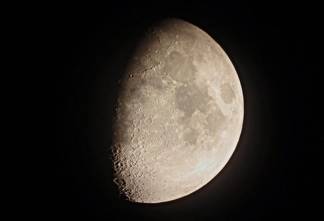 Luna en cuarto creciente flickr photo sharing for Cuarto menguante de la luna
