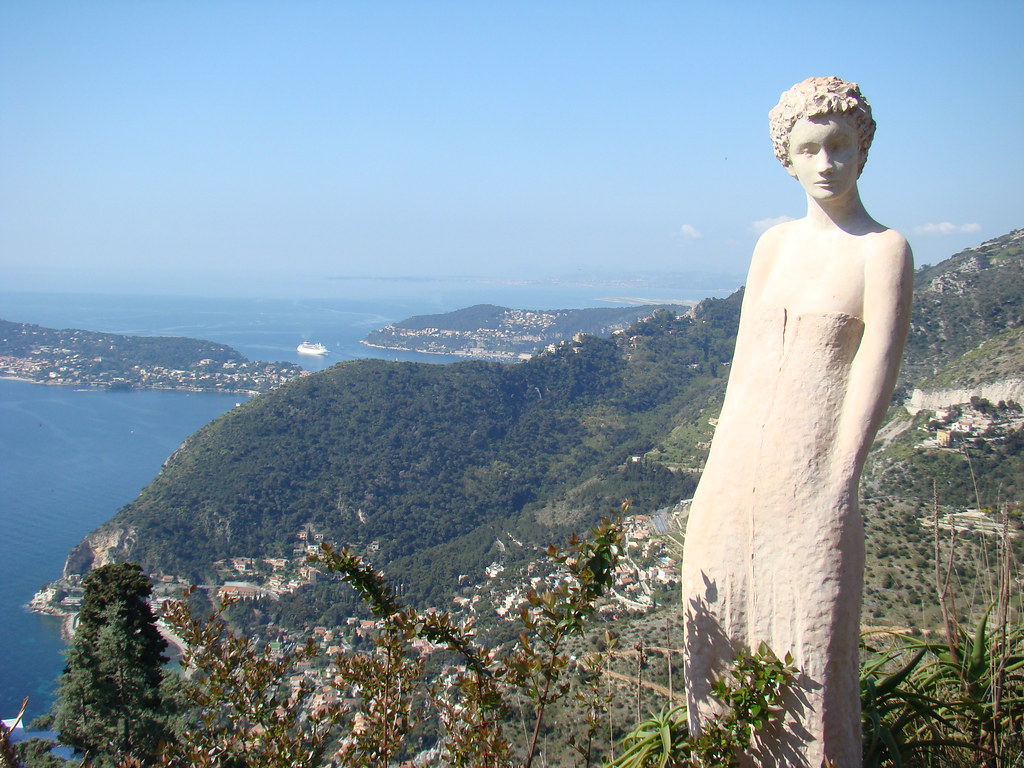 Eze (France) :Statue of the exotic garden of the perched v ...