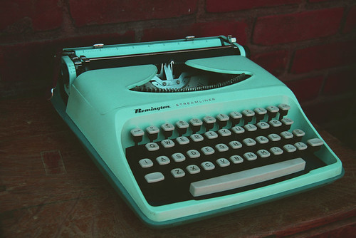Turquoise Remington Streamliner Typewriter | by Nerd Nest