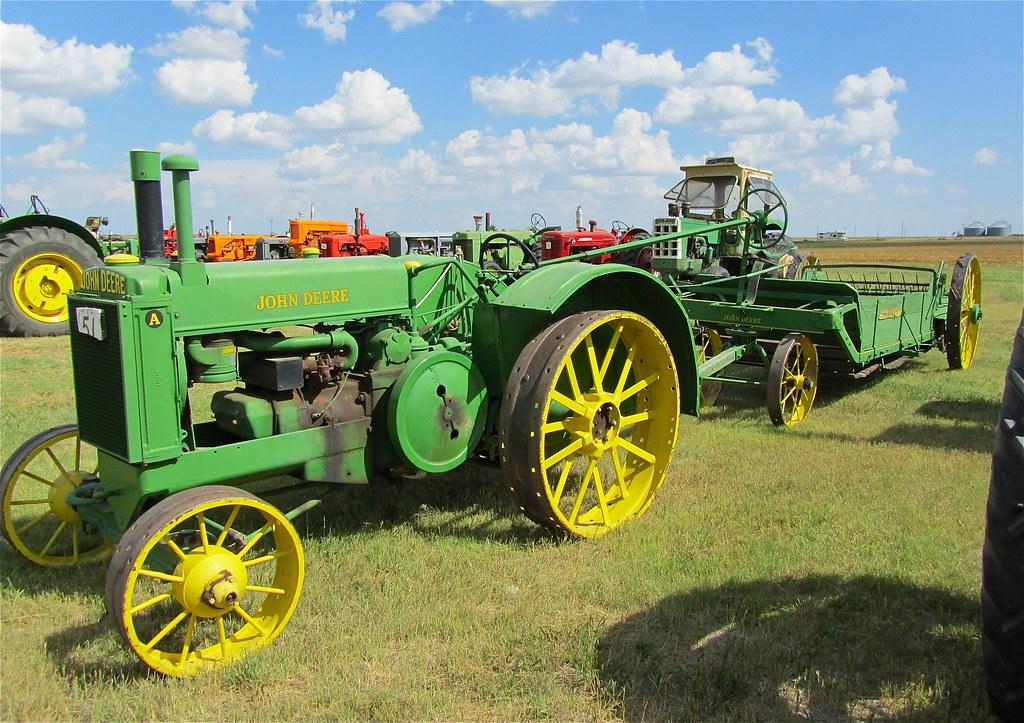 Antique John Deere Show Tractors : Antique john deere tractor baling machine thresher