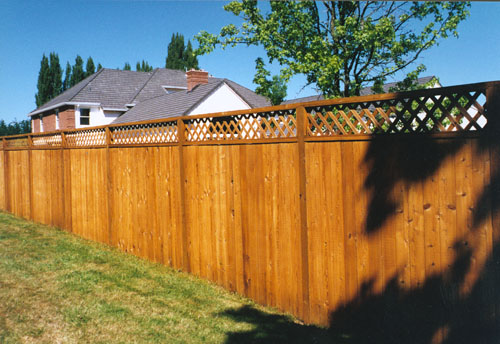Good Neighbor Fence With Privacy Combination Privacy