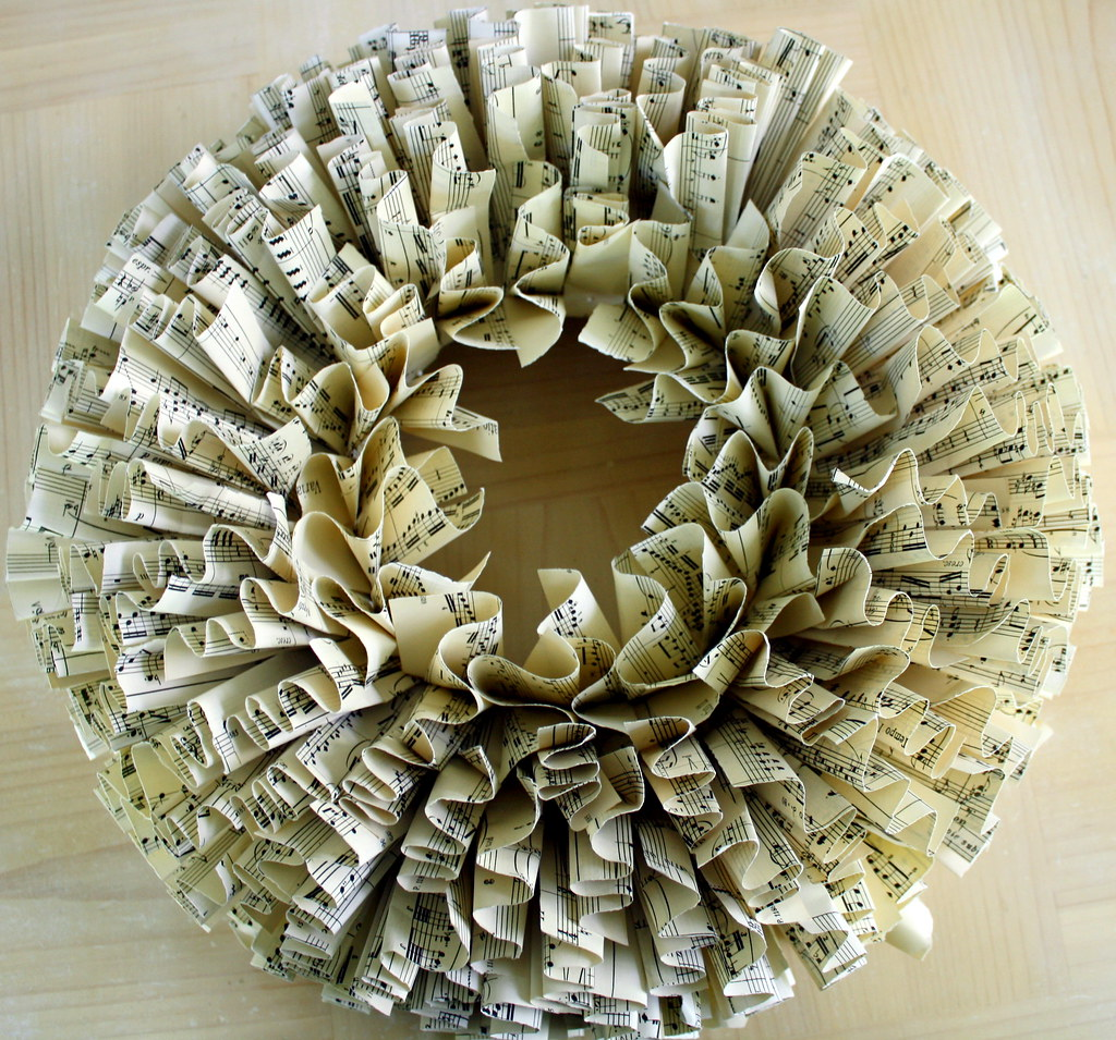 crafts ideas with paper wreath a paper wreath made with scores 4149