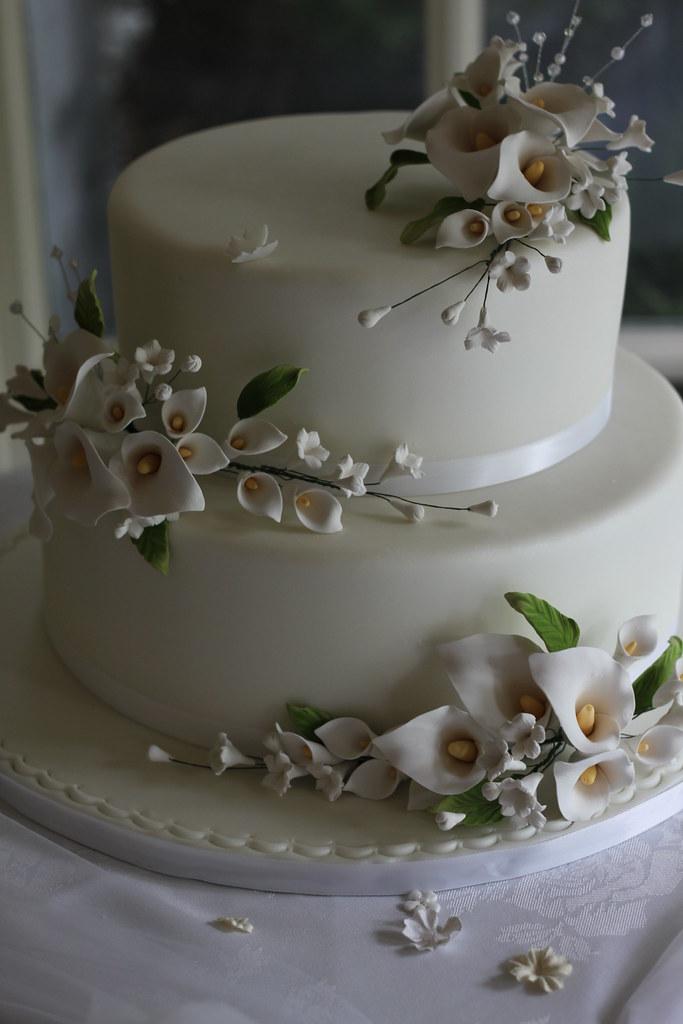 Calla Lily Wedding Cake Both Tiers Are Strawberry Shortcak Flickr - Calla Lilly Wedding Cake
