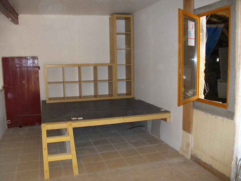 podium coin bureau le lit se glissera dessous pendant la flickr. Black Bedroom Furniture Sets. Home Design Ideas