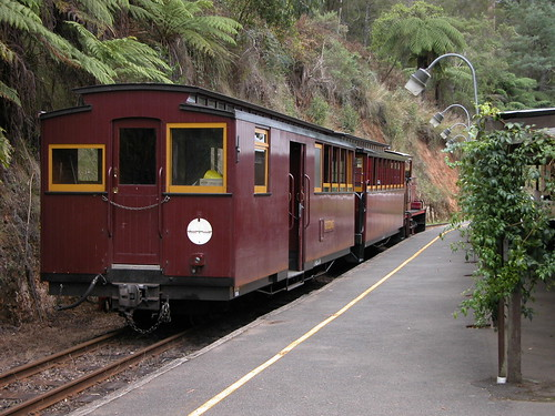 Train at Thomson Station near Walhalla, VIC, Australia | by phunnyfotos