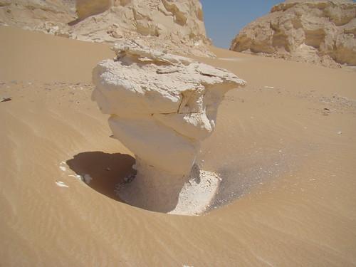 Roca fungiforme o en seta - Western Desert (Egipto) - 02