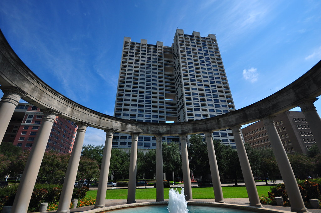 Mecom Rockwell Colonnade And Fountain The Warwick Towers Flickr