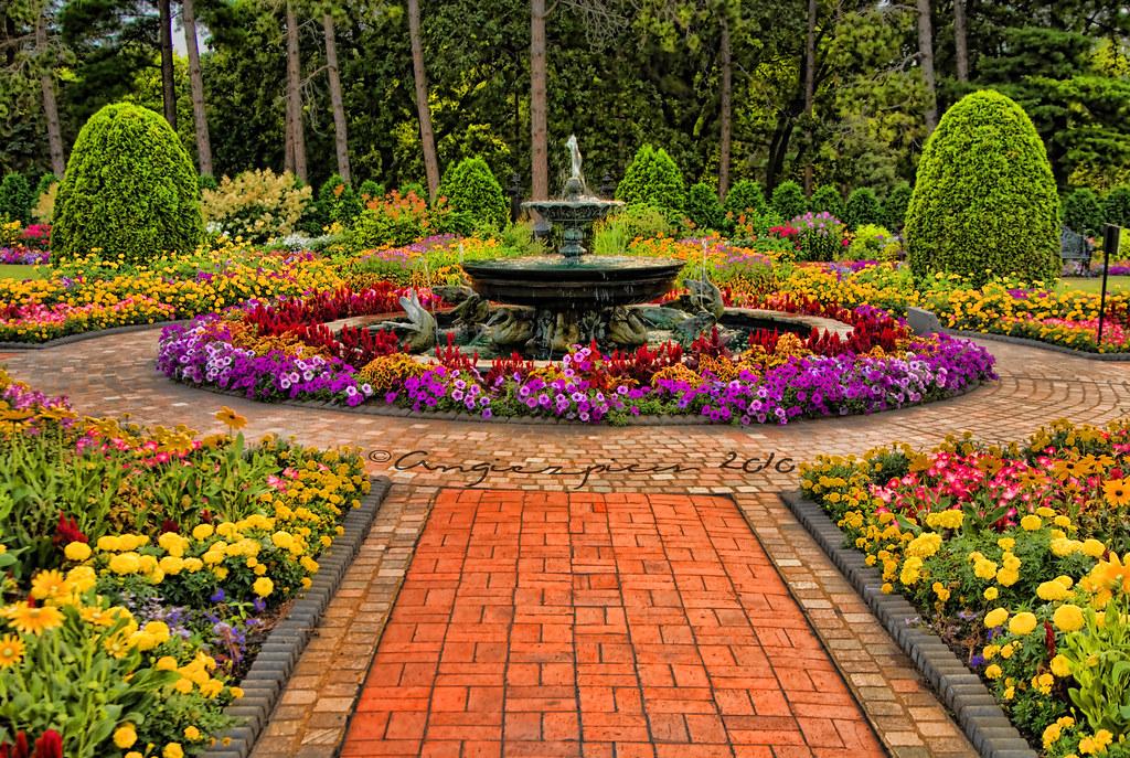 Munsinger Gardens This All Volunteer Garden Spans Across A Flickr
