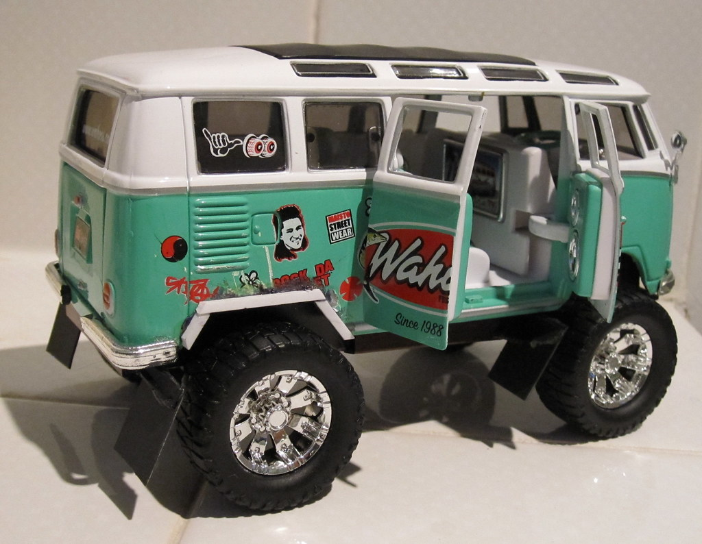Maisto VW 4x4 conversion | I used the chassis from this bus … | Flickr