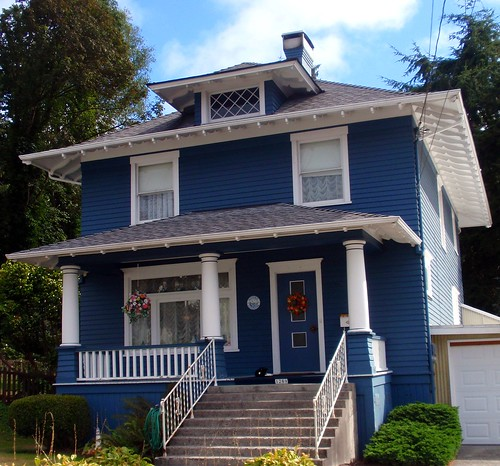 Beautiful old dark blue foursquare house in astoria flickr for Beautiful classic houses
