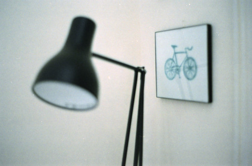 blurry lamp and picture | by Jördis!