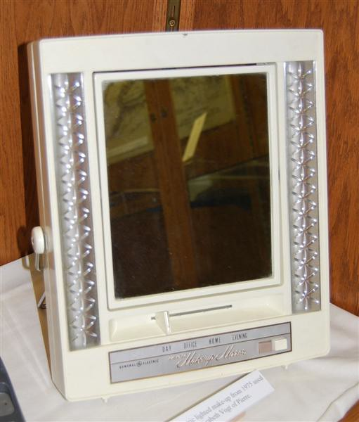 General Electric Lighted Make Up Mirror General Electric