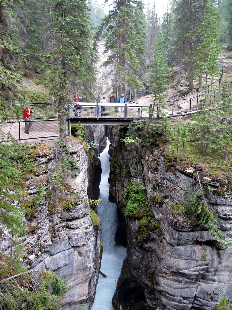 maligne canyon trail map pdf