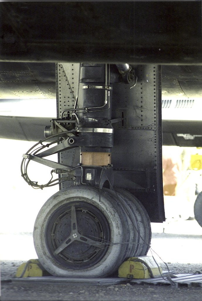 Wheel And Tire >> SR-71 3 wheel main landing gear | Note the bare titanium ins… | Flickr