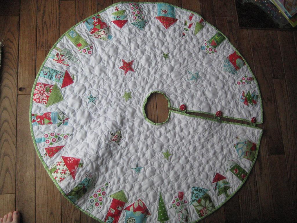 christmas tree skirt flossy 39 s christmas tree skirt pattern flickr. Black Bedroom Furniture Sets. Home Design Ideas