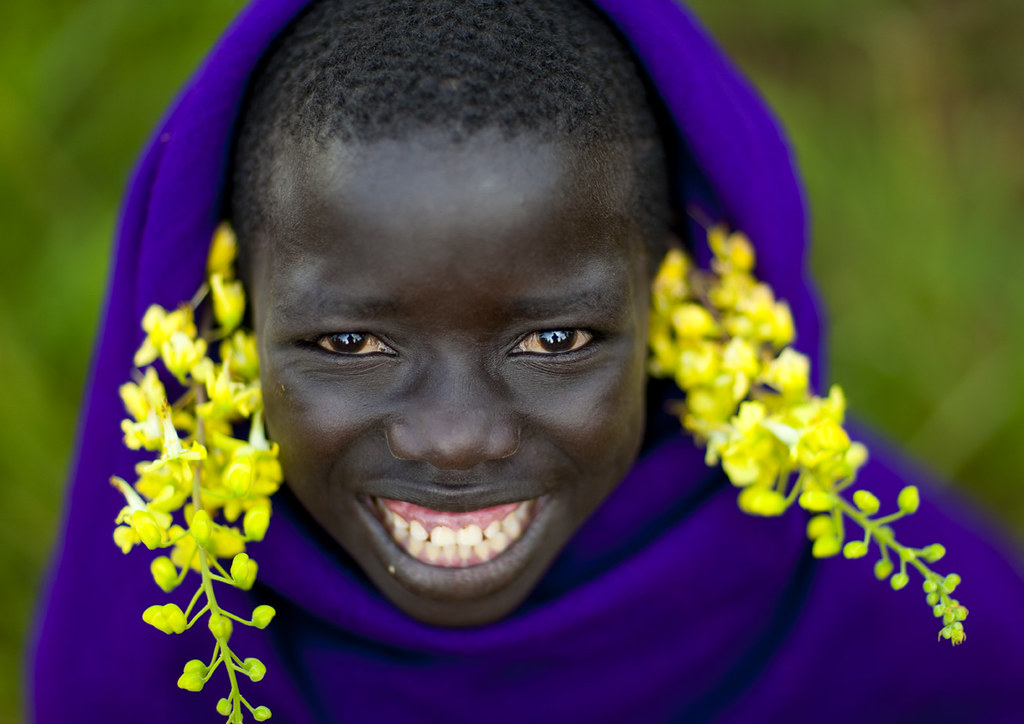 Surma Smiling Kid With Flowers - Turgit Ethiopia  This Kid   Flickr-7772