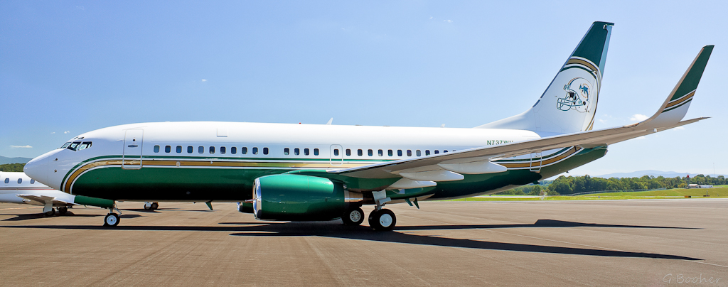 ... Private 737 at Tri Cities Regional Airport | Flickr - Photo Sharing: https://www.flickr.com/photos/gregbooher/4963927991