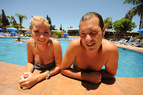 Julia and Nick enjoying our pool in Bungalows Dunas Maspalomas | by Dunas Hotels & Resorts