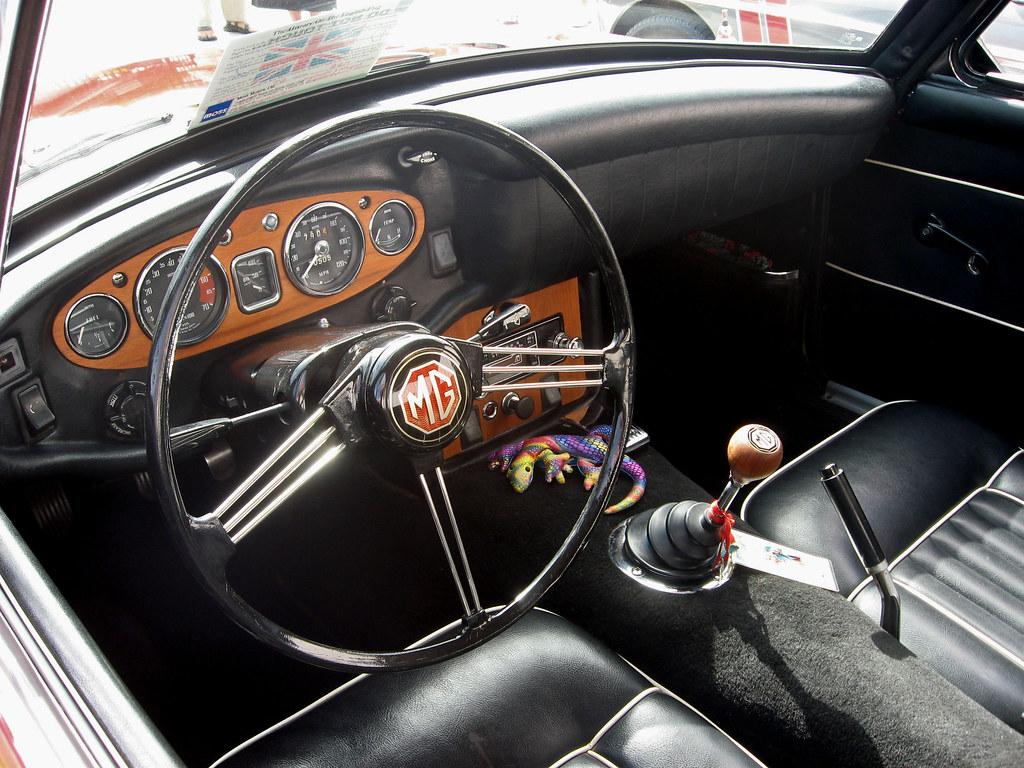 1967 Mgb Gt Red Dash Woodgrain Dash Trim And Shift