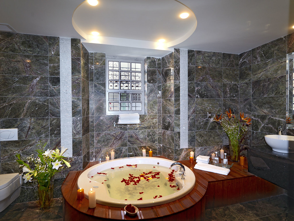 Luxury bathroom with round Jacuzzi | Our luxury bathrooms of… | Flickr