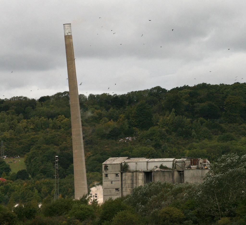Demolition Of Rugby / Cemex Cement Works Chimney, Halling