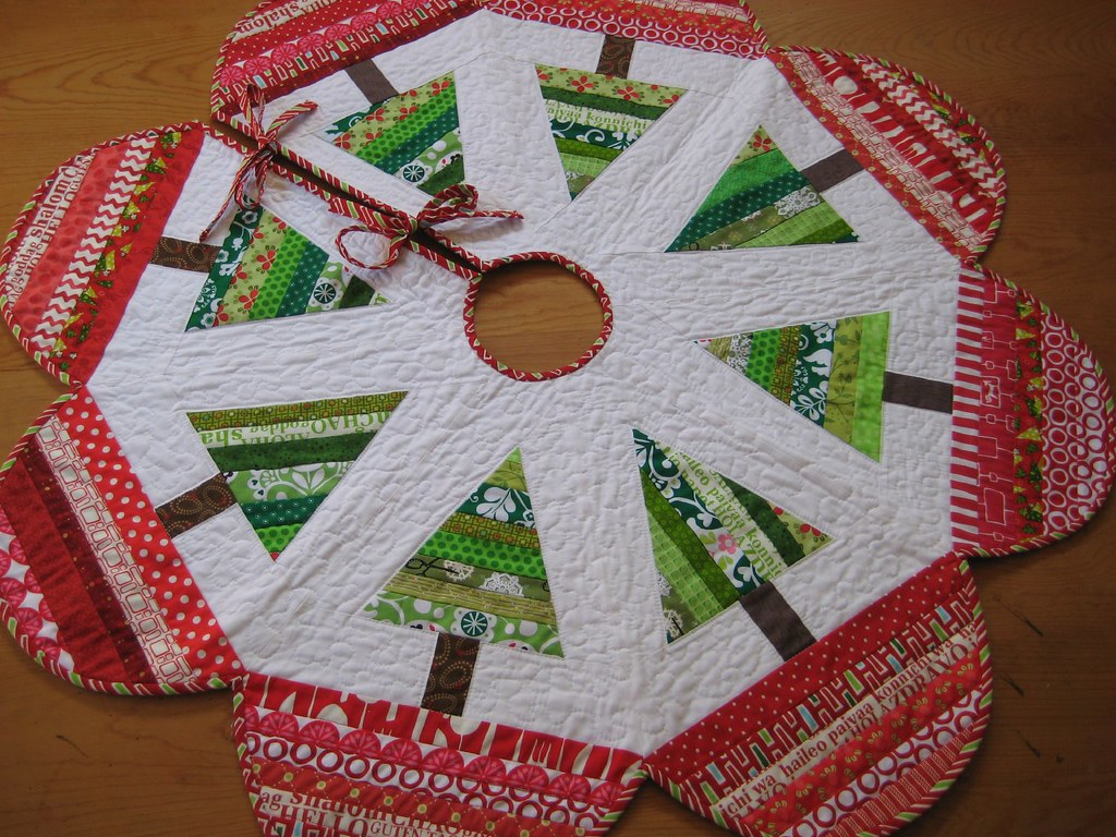 Log Cabin Quilted Christmas Tree Skirt Pattern