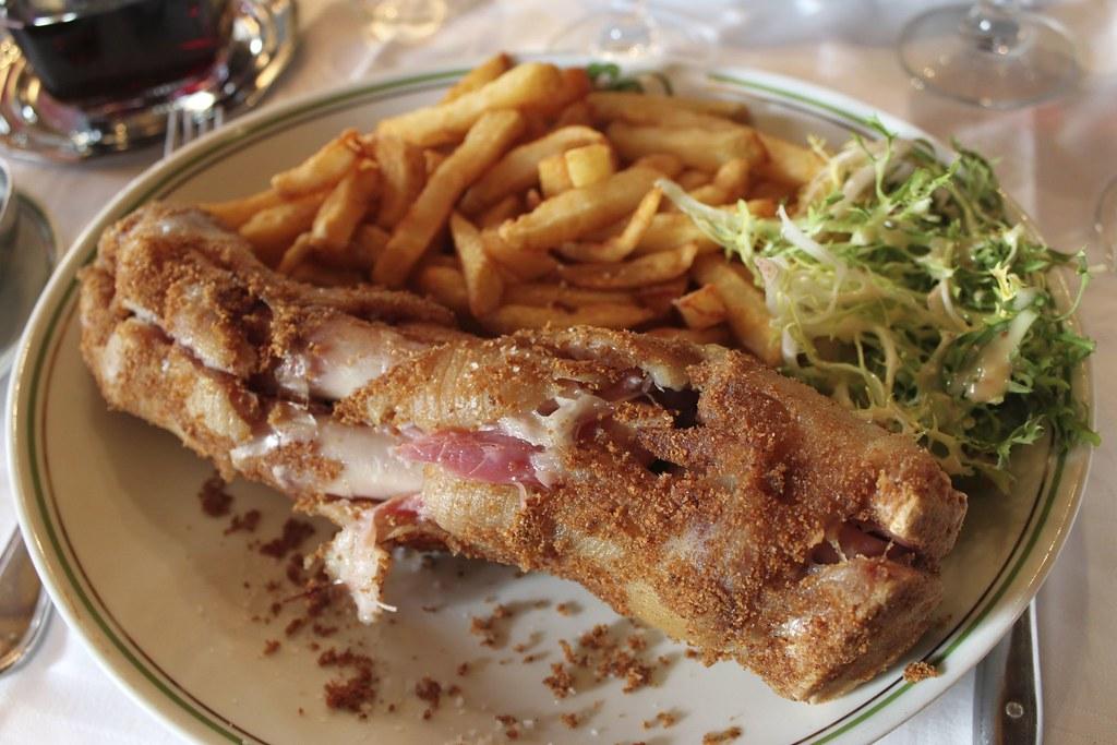 Restaurant Au Pied Du Mont St Michel