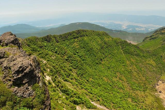韓国岳 火口の岩壁
