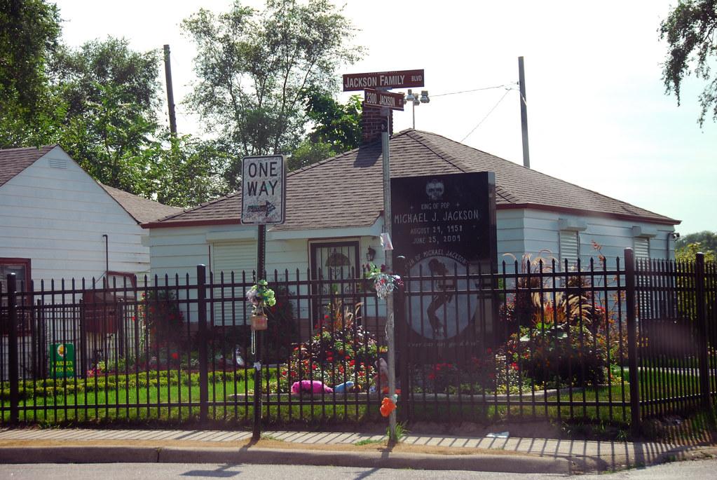 Michael jackson first house 2300 jackson st 23rd for Jackson 5 mural gary indiana