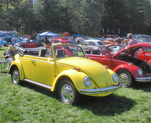 bright yellow  volkswagen convertible heres  lovely flickr