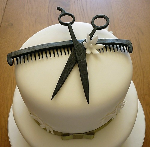 Hairdresser Cake Close Up | The comb is made from flower ...