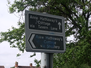 Continuing along the path towards Anne Hathaway's Cottage - alternate routes to Anne Hathaway's Cottage - signs towards Ann Hathaway's Cottage via Tavern Lane or Shottery | by ell brown