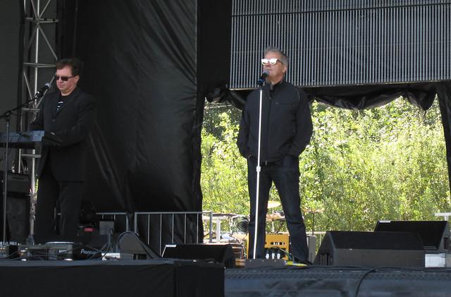Bob Casale, Mark Mothersbaugh - DEVO sound check