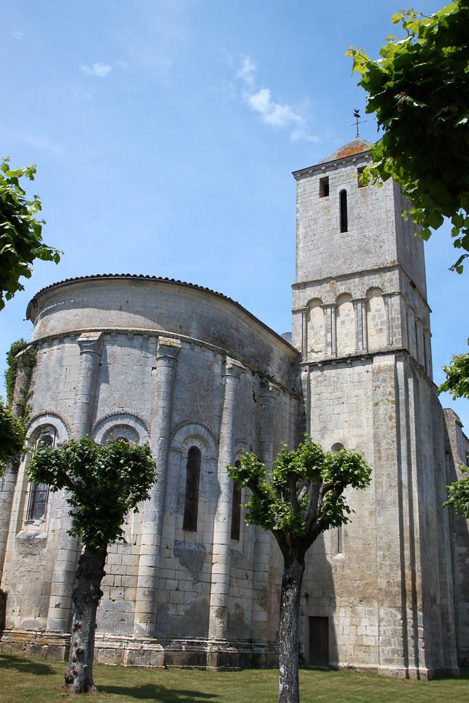 Eglise saint romain de saint romain de benet eglise for Eglise romane exterieur