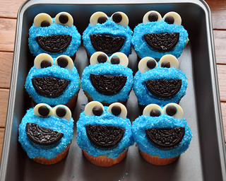 Sally makes her own cookie monster cupcakes | by chilebeans