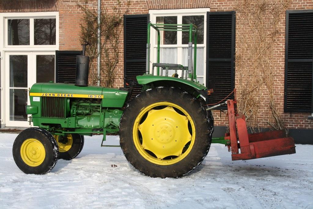 John Deere 1630 : John deere tractor sneeuw winter