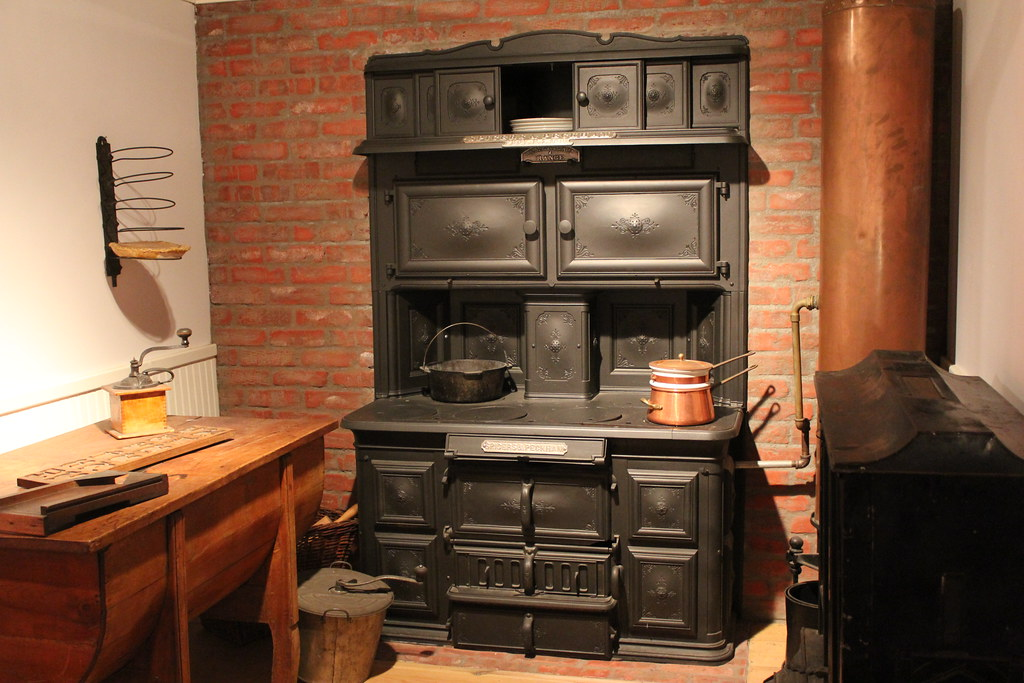 Antique Kitchen Wood Stoves Pictures