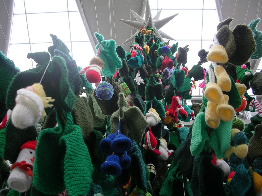 Knitted Xmas Tree 2010 (16)