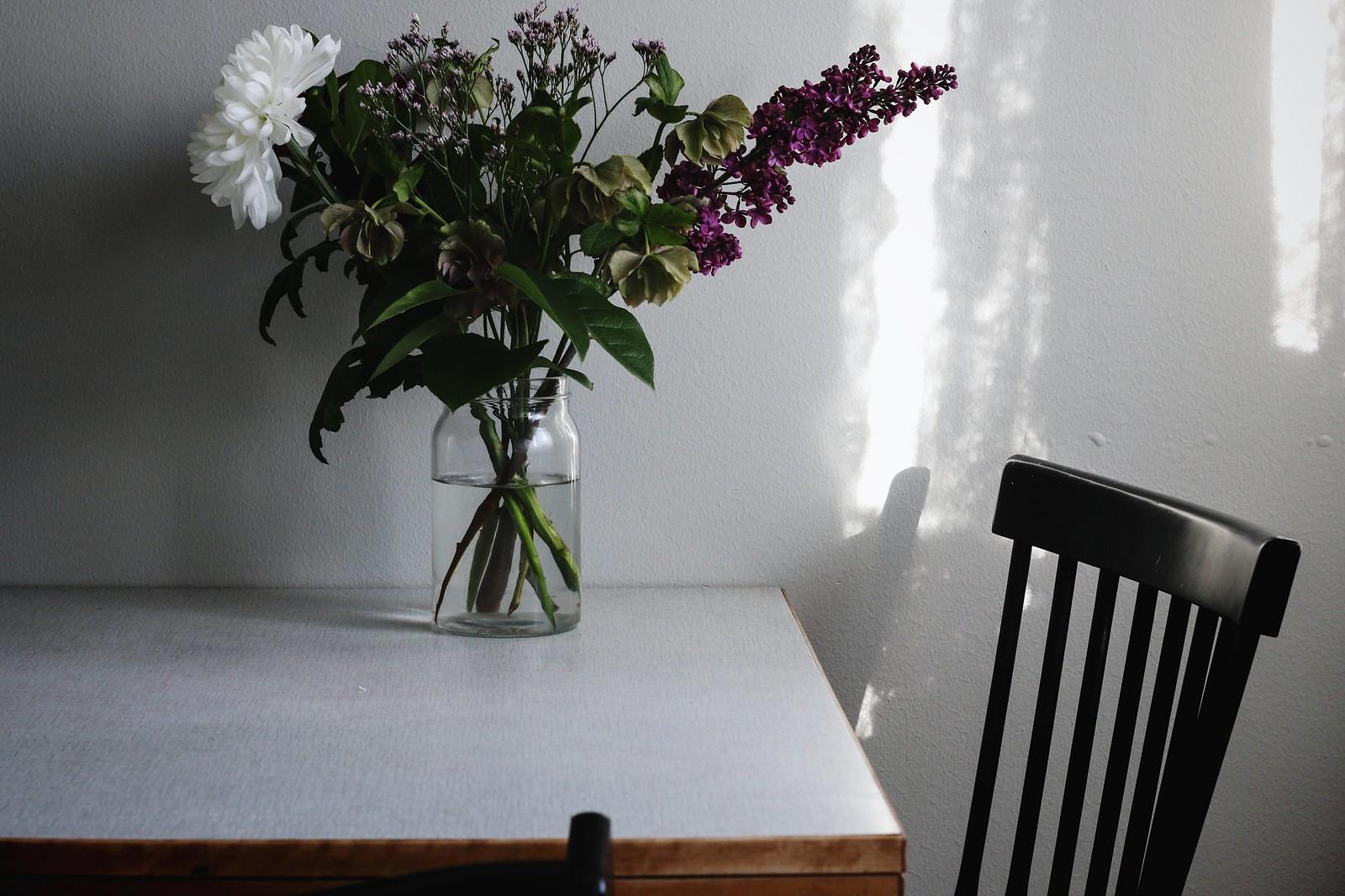 ... som Hugo köpte i Skövde inför visningen av lägenheten i Majorna och de  svarta pinnstolarna han hade när vi träffades. jag skulle vilja ha ett bord  i ... 074738bde1a23