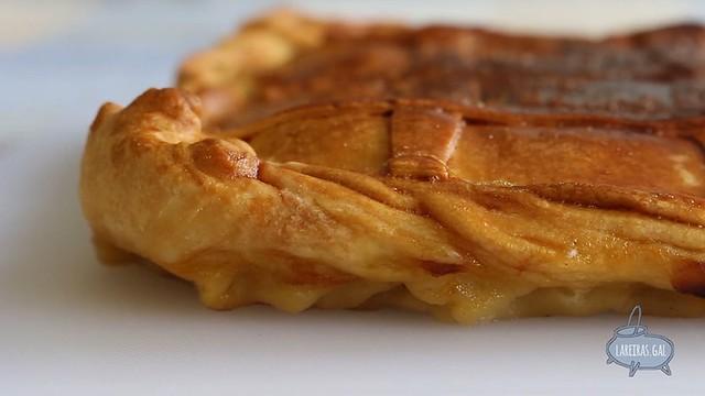 Empanada de bacalao con pasas (masa vino blanco)