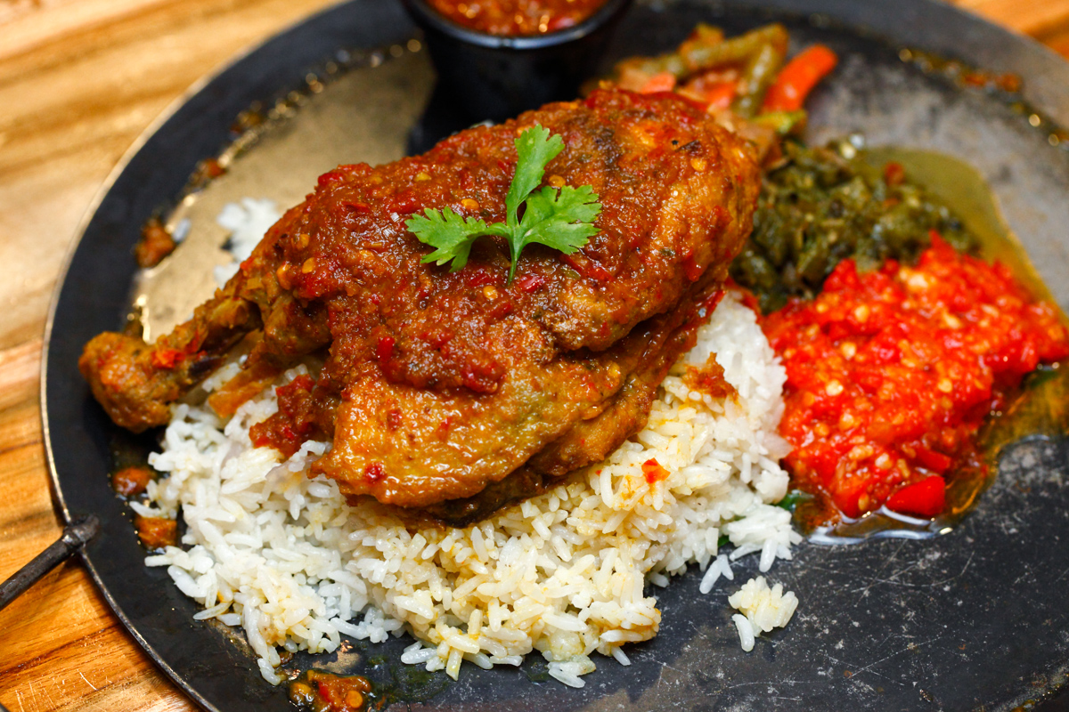 Naughty Nuri's Ayam Bertutu