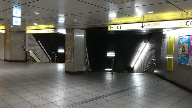 銀座駅の階段がずれているのは数寄屋橋の橋脚がそこに埋まっているから (5)