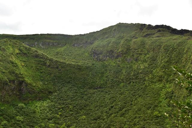 八丈富士 浅間神社からの火口稜線