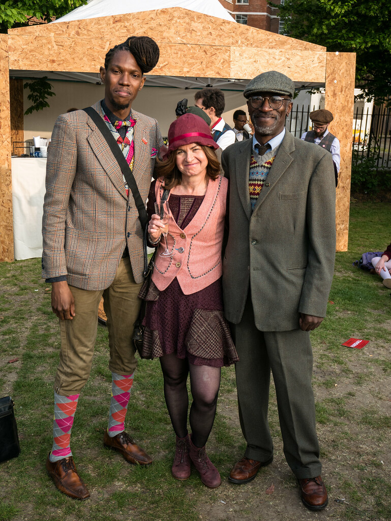tweed-run-2017-marshals-velocitygirl-ian-james