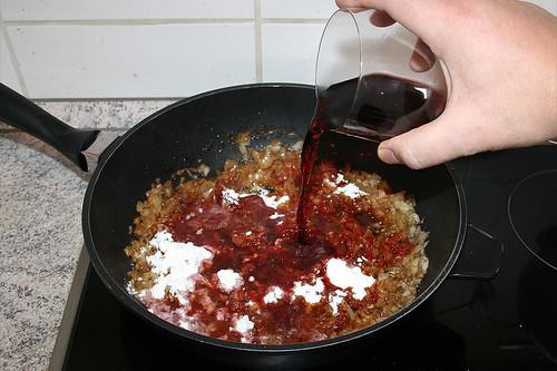 38 - Mit Rotwein ablöschen / Deglaze with red wine
