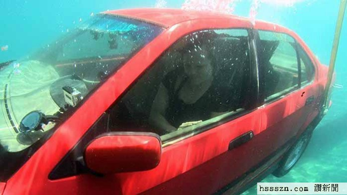 how-to-escape-a-sinking-car-696x391