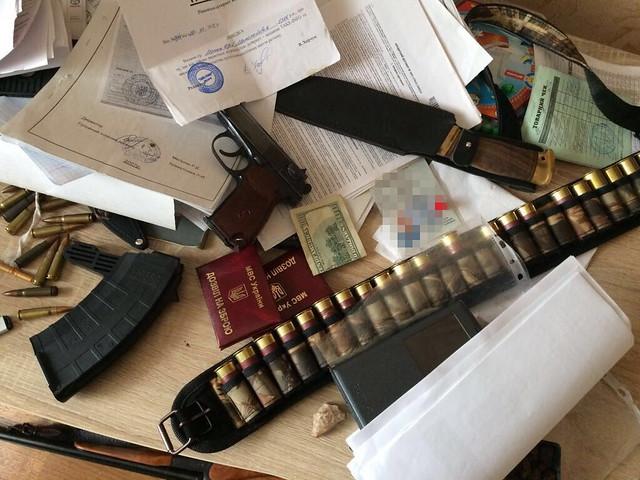 СБУ припинила на Рівненщині діяльність угруповання з незаконного видобутку та збуту бурштину_21