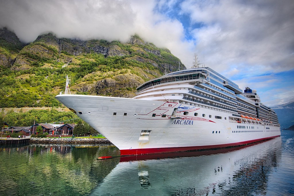 Ship in Flåm