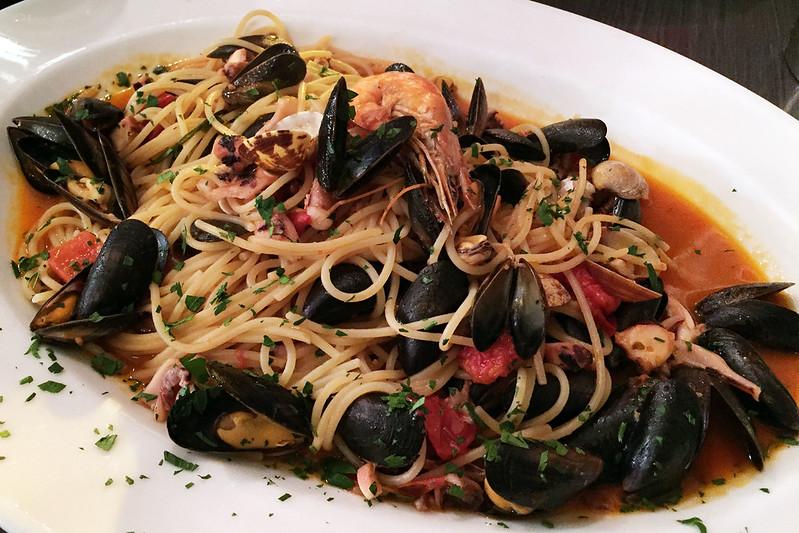 Spaghetti alla frutta di mare