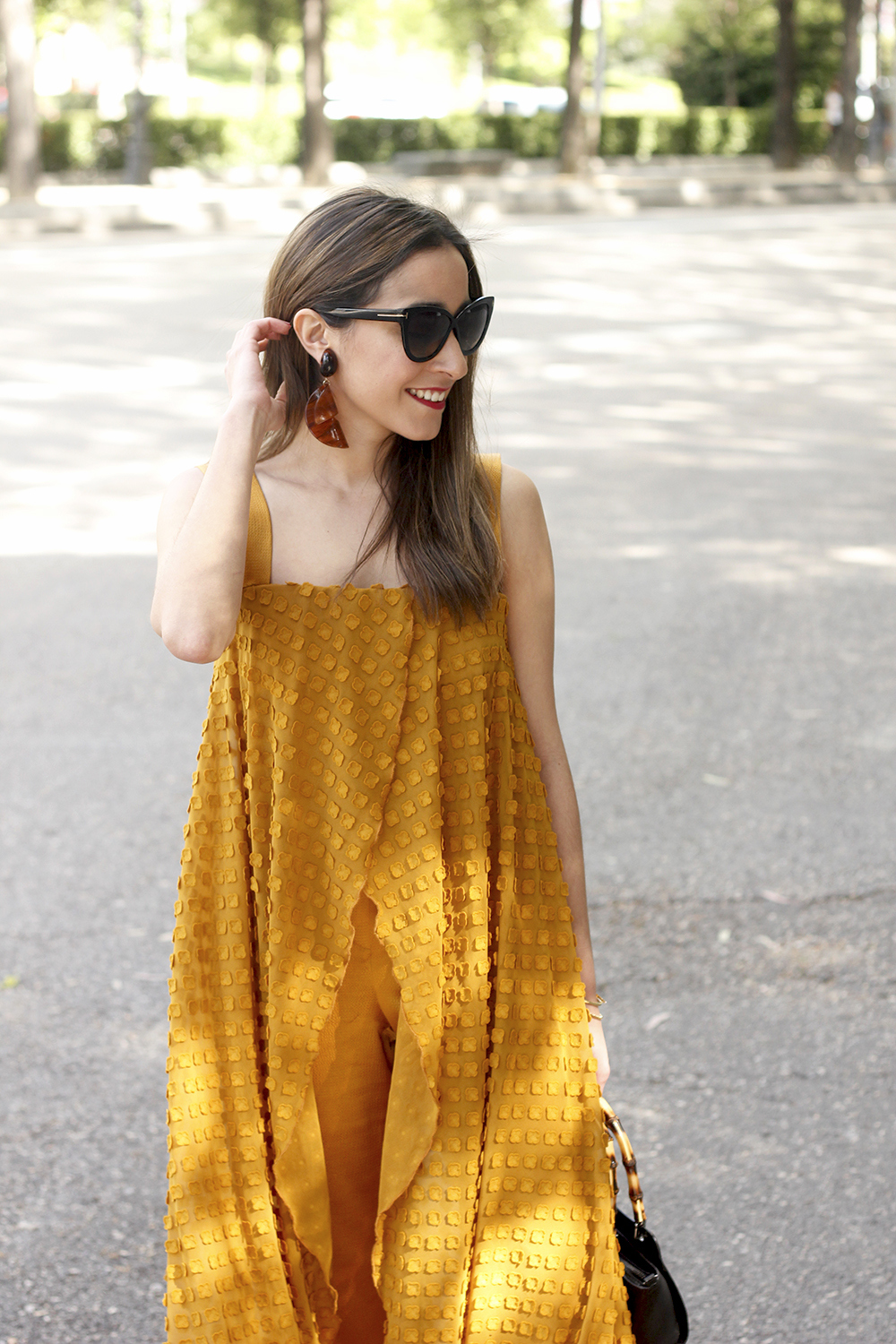 mustard jumpsuit black flats uterqüe bag tom ford sunnies spring fashion style outfit 13